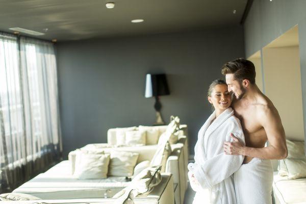 Leidenschaft, Hingabe und große Gefühle bei einer romantischen Übernachtung