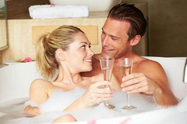 Entspannung und Zweisamkeit bei einem exklusiven Romantik-Wochenende genießen